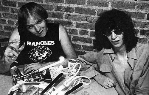 jeffryhyman:  John Holmstrom and Joey Ramone photographed by Roberta Bayley