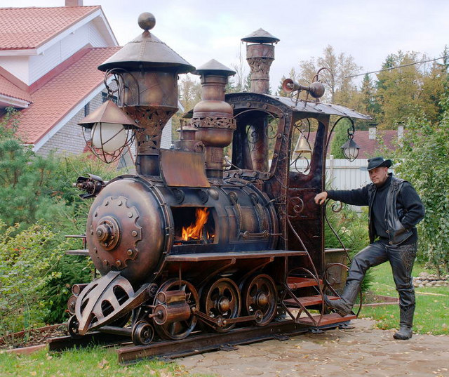 gnobrin:  (via Choo-Choo!: Giant Steampunk Train Barbeque Grill | Geekologie) Like a boss.  yes…. i want that