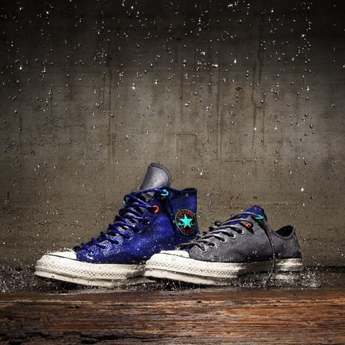 Converse continue to push the chuck Taylor 1970 to new levels. This time the widely praised model receives the Polartec treatment in the form of membranes, waterproof coatings and other features you'd usually find in a camping shop. Coming in a blue hi and grey low these are available from the 19th of September. #converse #polartec #ct1970 #290squaremeters #290ams https://290sqm.com/Converse