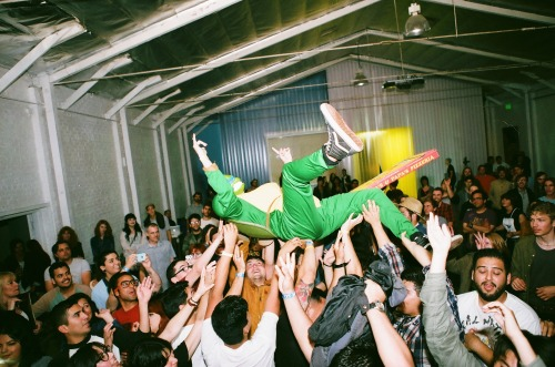 weekdaysareweakdays:  Coolest crowd surf i've ever seen haahah
