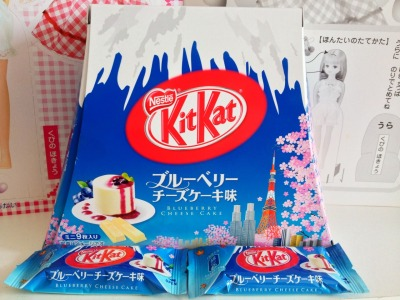 jefumejeboisjebaise:  Blueberry cheesecake kit kats.