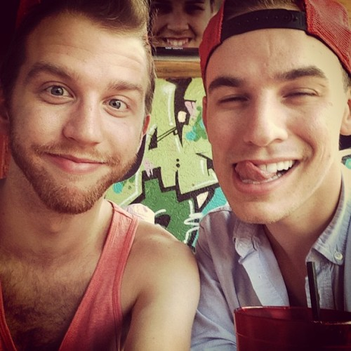 #bloodymarys #liquidlunch #gayboys @rynebennett #lover #besties (at Graffiti Junktion)
