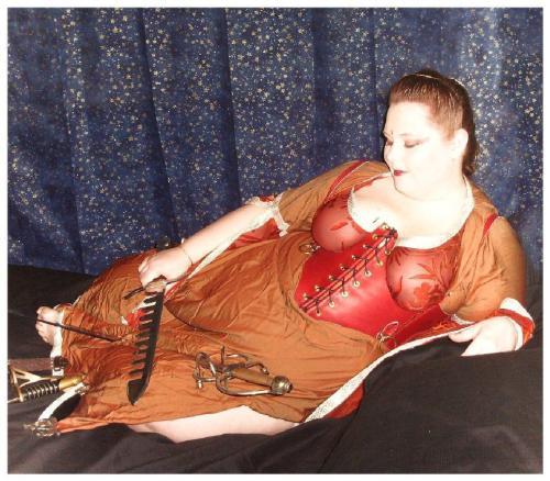Rust Latigo waist cincher. model: Lorelai