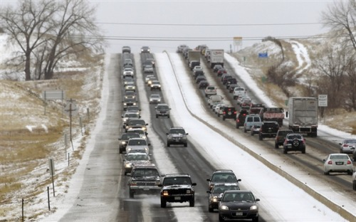 Holiday travel alert: Storms deliver foot of snow in central US, possible tornado in Alabama (Photo: Brennan Linsley / AP) A major snowstorm sweeping across the central U.S. on Thursday brought blizzard warnings and dumped around a foot of snow on parts of the Central Plains. Read the complete story.