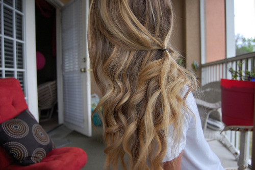aka-donuts:   her hair is perfectt
