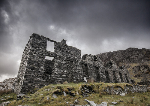 taarik7:  'The Barracks' - Cwmorthin Quarry, Blaenau by Kristofer Williams on Flickr.