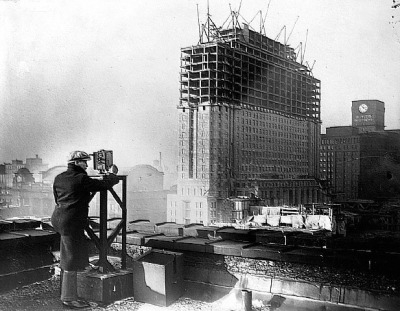 Filming construction of the Chicago Daily News building, 400 W Madison, 1928, Chicago