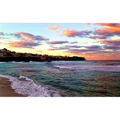 Photo taken at Bronte Beach (http://4sq.com/14HSScI)