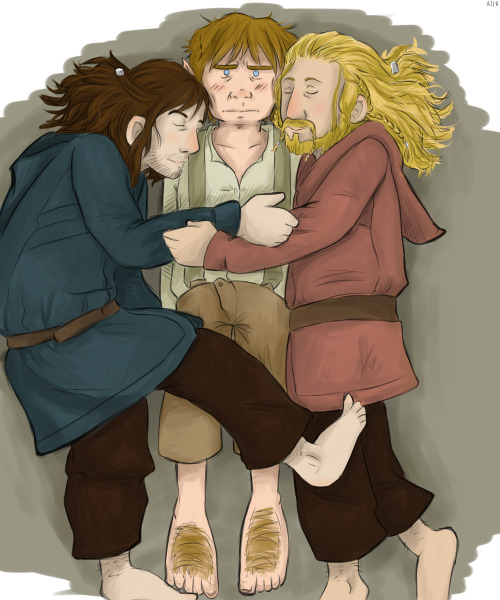 ajirzecwredny:   Bilbo Bagging the Durin's Pillow.  And look! I actually colored something.   More Hobbit here.