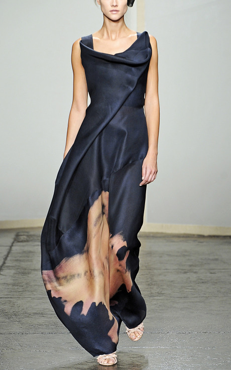 ritajardon:  Sculpted Neckline Evening Gown by Donna Karan :: Moda Operandi