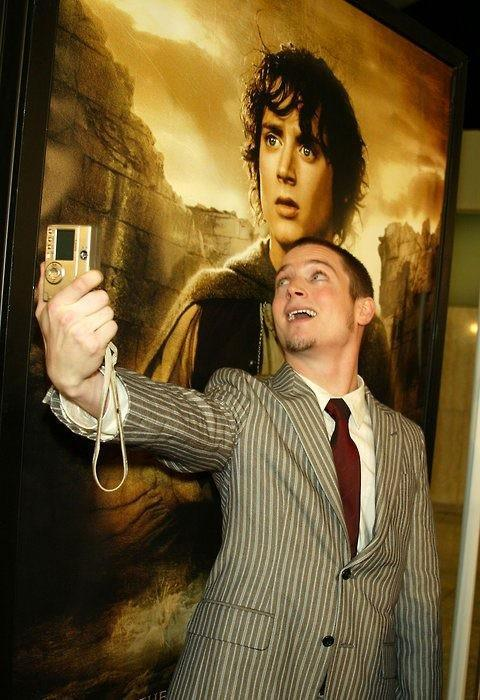 Elijah Wood - Here's a picture of Elijah Wood taking a picture of Elijah Wood with a picture of El