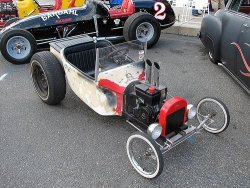 timmytimow:  bikefreak:  jeremylawson:  Coolest go-kart ever.  needs less plastic and more 60s briggs & stratton engine. still fun though  wow this is sooo cool  Must. Start. Building.