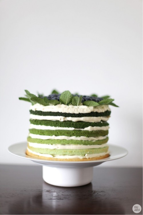 bridalsnob:  Such a lovely cake | Photography by Vilma Vaičiulė