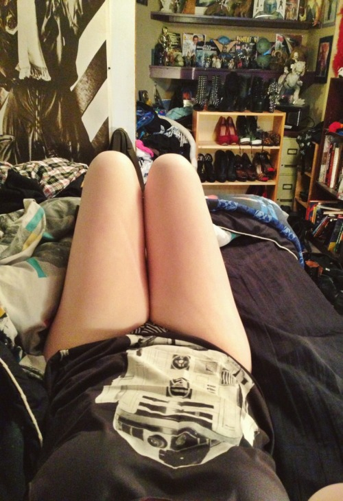 charliegstar:  No pants dance