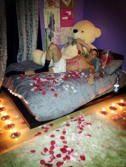 How my boyfriend asked me to prom:) mwahah