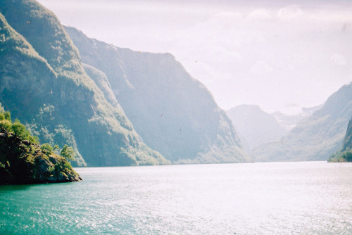 oceanux:  untitled by thewildhunt on Flickr.