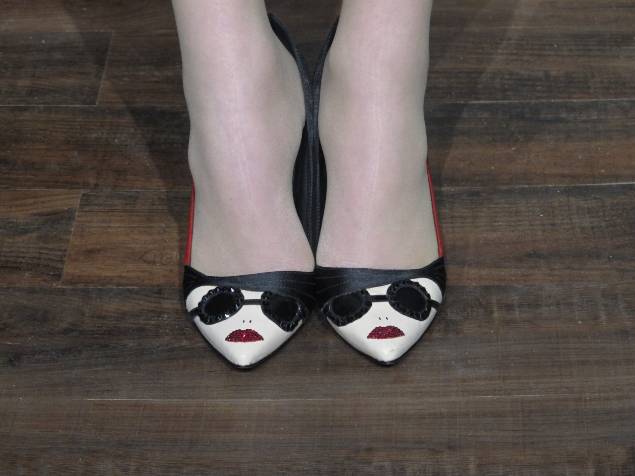 Well, Hello Adorable Shoes! We'll be searching high and low for these red lipped heels in stores soon presented at Alice+Olivia during her Fall 2013 presentation at the Highline Stages in New York.  (Photo and Text by Jauretsi)