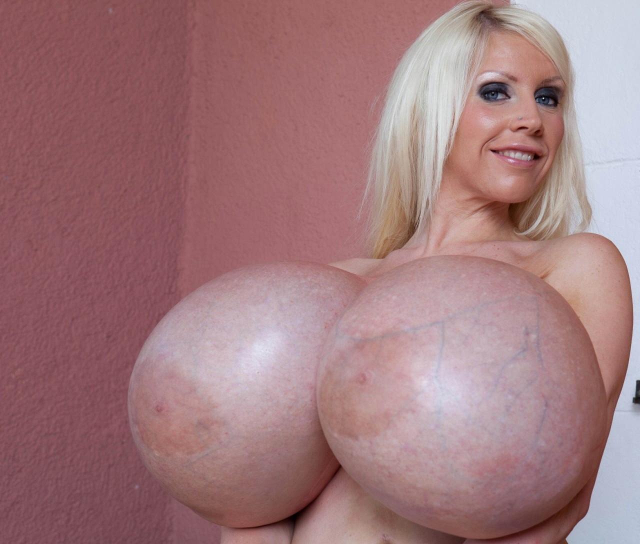 Самые большая в мире голая грудь фото