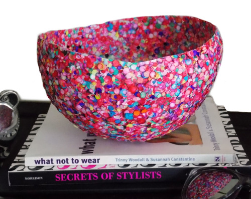 truebluemeandyou:  DIY Confetti Bowl Tutorial from V Juliet here. This is kind of like regular paper mache, but I think more fun as you aren't laying strip after strip of paper covered in paste. I have a question in about how many layers were actually done to make this bowl. Will edit the post if I get an answer.