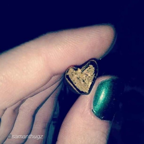 Time for some #blunt #love #budlove!! We bud you ! - @samanthugz #ibudyou #thepersonalstash #webudyou #nug #love #mmj