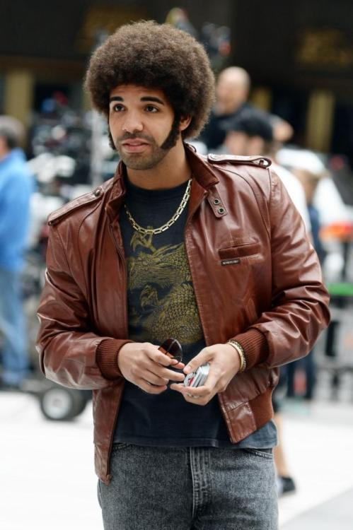 You can add Drake to the growing list of stars reportedly making cameos in Anchorman 2! The rapper was spotted on set in this retro getup