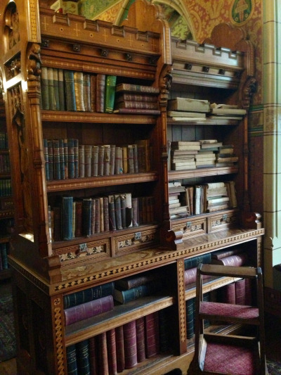 aieee-ello-dahling:  The library at Cardiff Castle