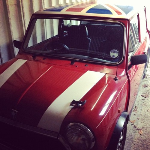 Driving lessons start soon, I need to think of a name for my lil mini 🚗😍 #mini #car #unionjack