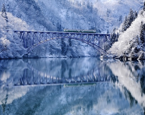 woodendreams:  (by Hide KTG)  Tadami River