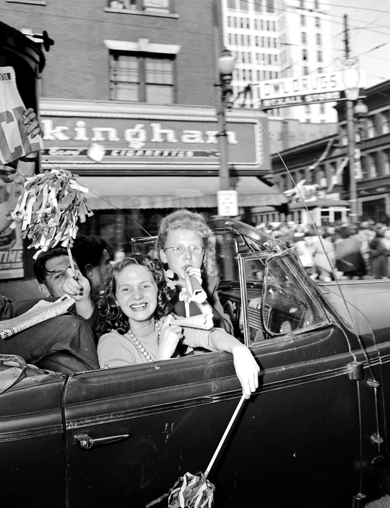 V-J Day, Tuesday 14 August 1945 Source: Photo by Don Coltman, City of Vancouver Archives #586-3962