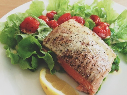 Salmon with lettuce, roast tomatoes and home made mayonnaise.