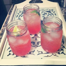Cheers to girls night!!🌺💋🍹🌸 @sid_felici0us