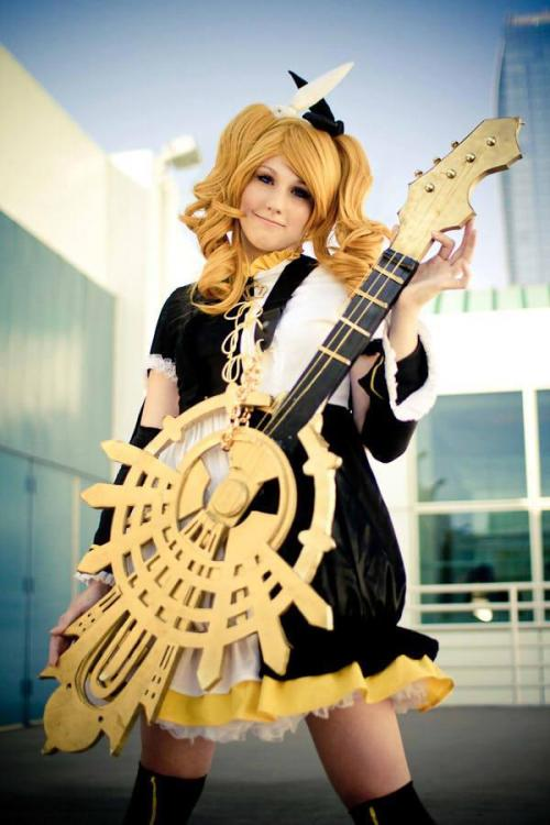(Otaku House Cosplay Idol 2012 Highlight)Cosplayer: KaraCharacter: Rin Kagamine Meltdown Version from Vocaloid 2Country: USA