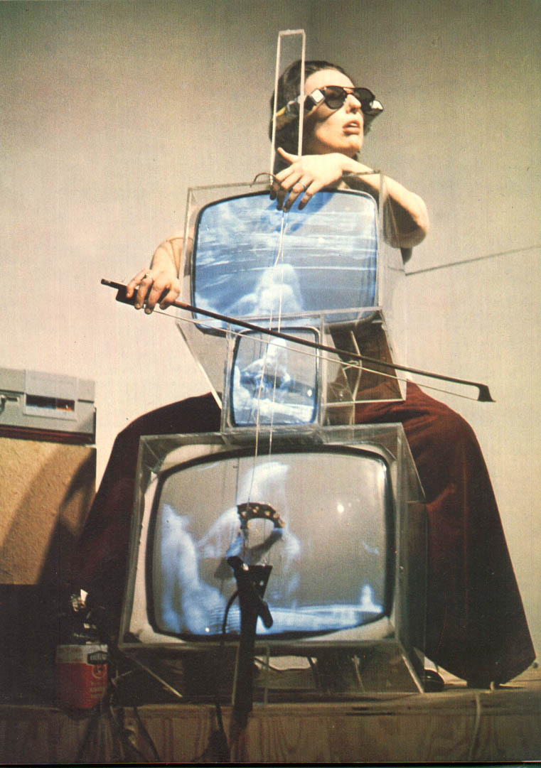 pubertad:  Nam June Paik, TV Cello, 1971