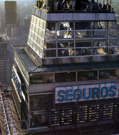 architectureofdoom:  Torre Latinoamericana, Mexico City, Leonardo and Adolfo Zeevaert, 1948-56. View this on the map  Tiszta Blade Runner.