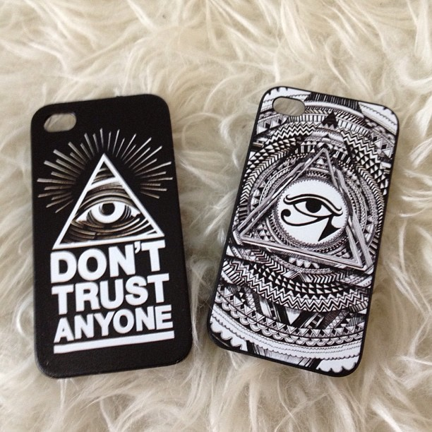 verrebla:  Iluminati case for iPhone 4/4s and 5 LIMITED STOCK! GRAB IT FAST 180rb #macstuff #iluminati #iphonecase