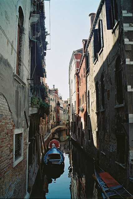 electriquesamour:  The Boat in Venice. Film by Nastasiya-k on Flickr.