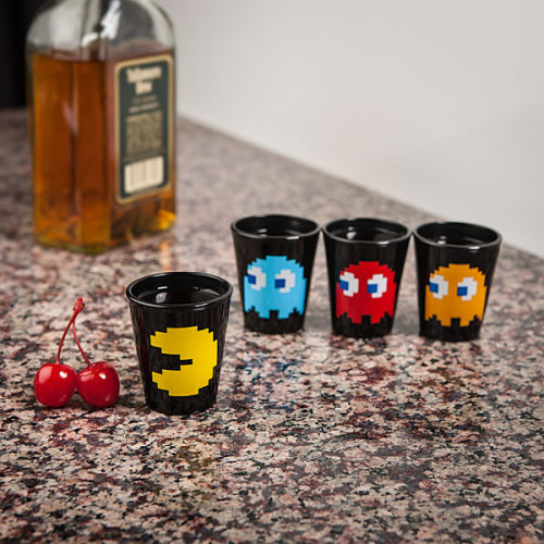 insanelygaming:  Gamer Shot Glasses Pac-Man || Checkers  (via pxlbyte)