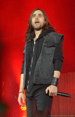 Jared Leto of 30 Seconds To Mars performs at the 21st annual KROQ Weenie Roast at Verizon Wireless Amphitheater on May 18, 2013 in Irvine, California. (HQ)