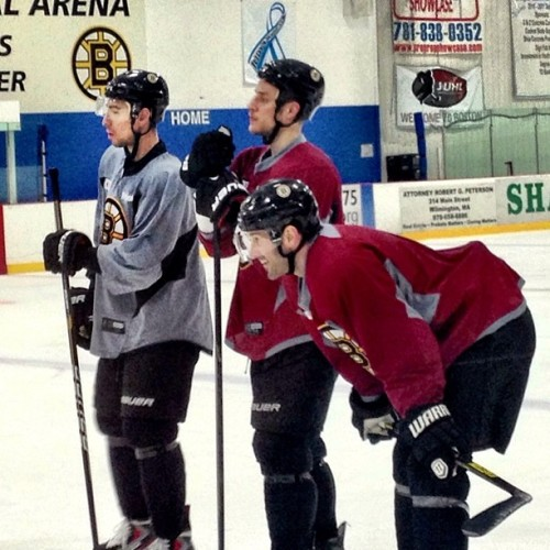 Kelly, Campbell and Pandolfo catching a breather at practice earlier today #nhlbruins