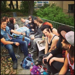 We were drinking in Vasaparken befire the gig. Of well.. Everyone else was, i was reading the paper LUSH gave me, because that's how hardcore I am..  OH! This picture is honestly stolen by @jdemiri #stockholm #vasaparken #alcohol #idnameitmarla #inim #agerodivine #mänlymen #hipsters #beefcakes #imetawhoreintheparkoneday