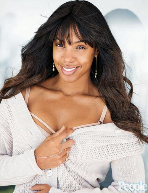 Kelly Rowland joins Gabrielle Union, Halle Berry and Kerry Washington on People Magazine's list of World's Most Beautiful 2013…I love that Kelly is getting some shine for her beauty because I don't think she gets enough credit for her sexiness…I just wish they would've displayed her in her natural chocolate skin tone…what you think? [YBF] Photo Credit: People
