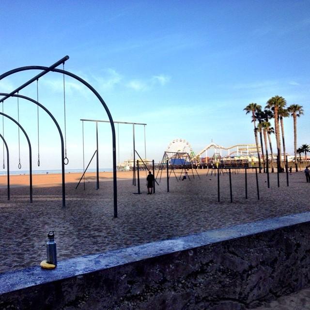Six mile morning run along the beach. Not a bad way to start a busy day! #santamonicapier #healthytravel #california #chimarathon #whereirun