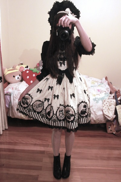 mintydoll:  JSK: Angelic Pretty Cinema Doll Bonnet: Angelic Pretty Headbow: Baby, the Stars Shine Bright Blouse: Dear Celine Tights: Offbrand Boots: Offbrand <3 Deerdolly