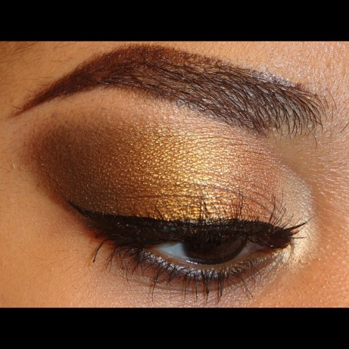 #MMUxWhitney #EOTD (from inner to outer corner) #MACEyeshadow in Femme Fi #MACCosmetics #pigment in Gold Mode , Bronze #Eyeshadow from #BHCosmetics 88 cool #matte #palette and Mac Eyeshadow in Midnight Maneuvers (also smudge over a brown eyeliner on my lower lash line ) . Highlight is from the same BH palette with #ardellwispies #makeupandkiss #makeup_loooks33 #makeupdoll #exhalebeauty #itsmarisaross #makeuphoneys #makeupftw #jackieglams #jackie760 #the_makeup_world #ilovemakeup #vegas_nay