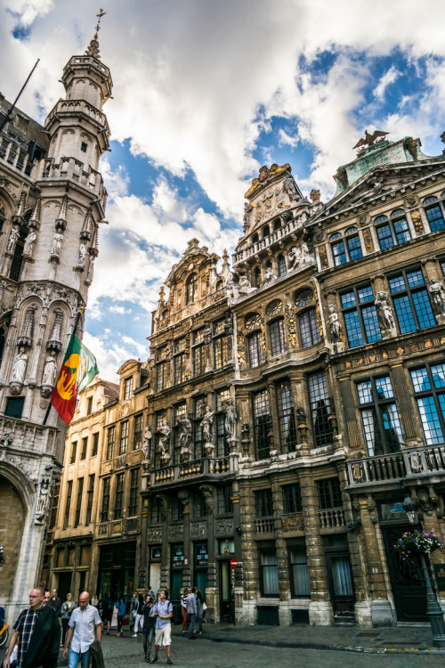 allthingseurope:  Brussels, Belgium (by jparkdiatom)  damn, that architecture!