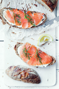 youthopian:  fouettes-and-jetes:  salmon + dill = a literal match made in heaven  i know i tried this :o DELISH