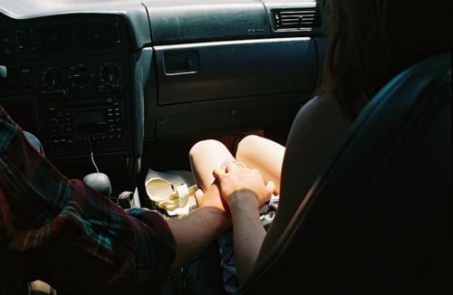 decemberturnsblue:  Holding her hand while driving.