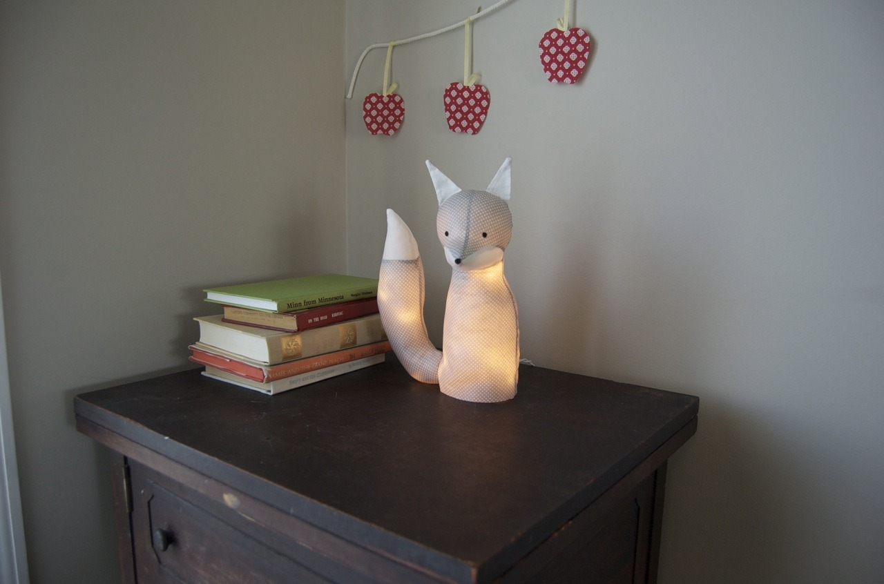 Look how cute this fox lamp is!  It would be so perfect for a nursery or child's room. Or any room. There's a free pattern here guided with a tutorial. I must make one soon!