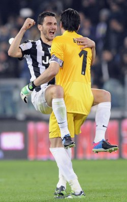 j-u-v-e:  Leo Bonucci and Gigi Buffon (: