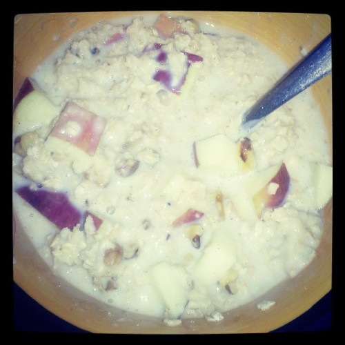 #cleaneating #oatmeal #apple #walnuts